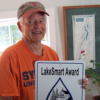 Pete Crooker receiving the lakesmart award